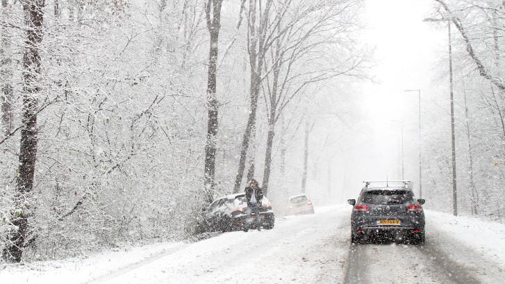Sneeuw op komst! Winterweer zorgt vanavond voor gladde wegen