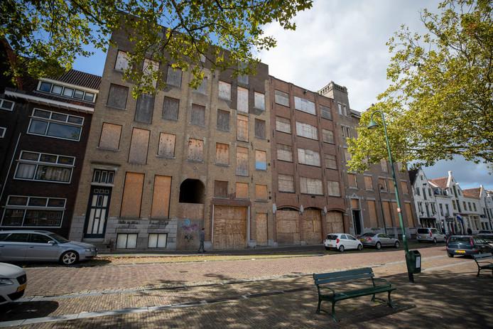 De SP windt zich op over de Westhavenkade. ,,Het is het eerste dat je van Vlaardingen ziet als je straks de metro uitloopt.''