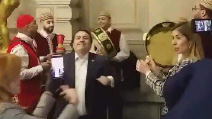 Emin Özkara a célébré son départ du PS d'une bien drôle manière.