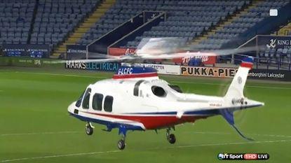 Leicester-eigenaar vertrekt met heli uit stadion