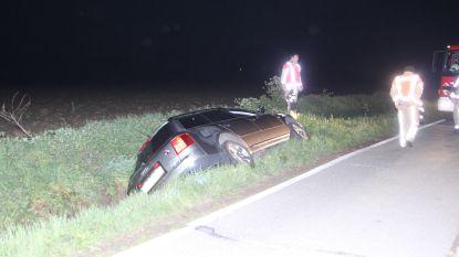 Poolse automobilist gewond na duik in gracht