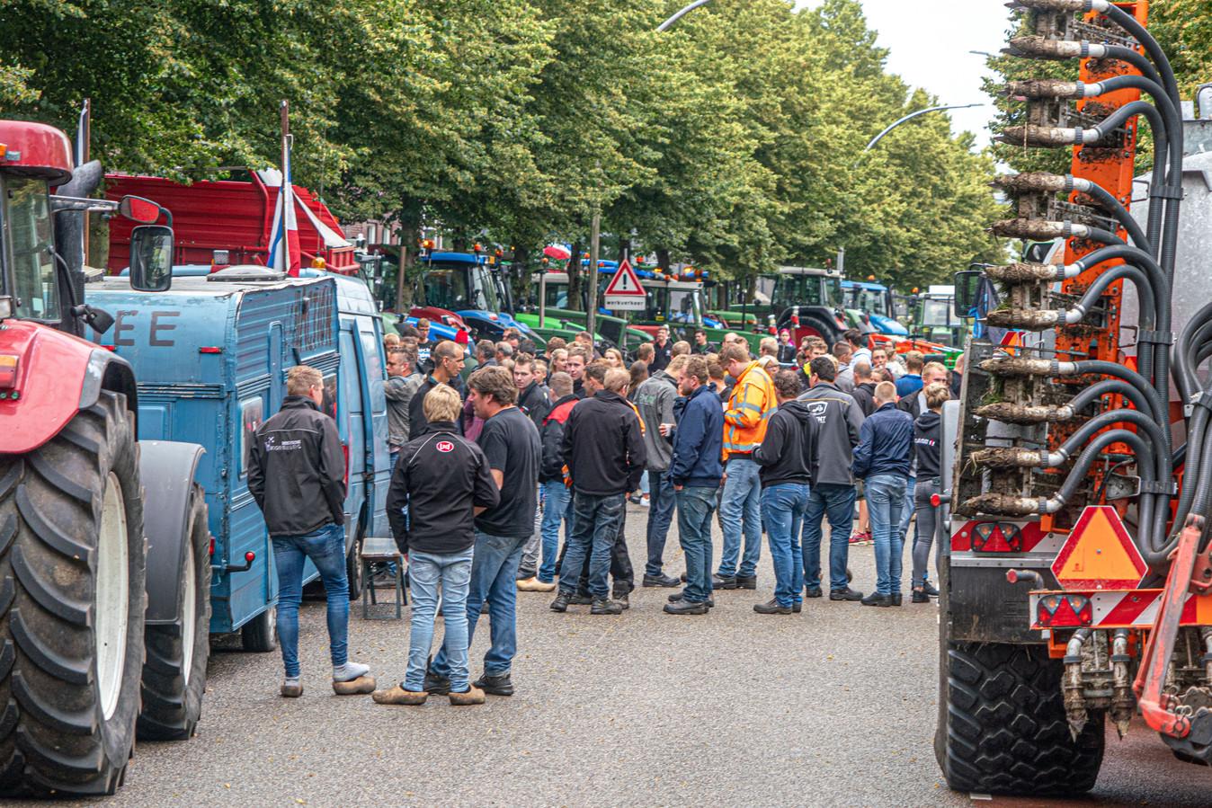 In heel Nederland, zoals hier in Zwolle, vinden boerenprotesten tegen de stikstofmaatregelen van het kabinet plaats.
