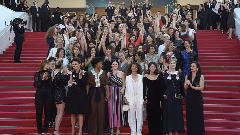 Op de trap 82 vrouwen, als verwijzing naar de slechts 82 vrouwen die ooit in Cannes een film in competitie hadden Beeld Photo News