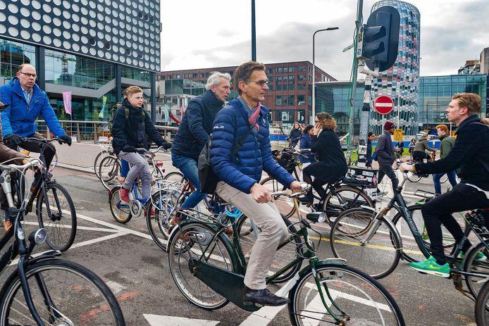 Met name rondom het Vredenburg is het op de fietspaden soms dringen geblazen.