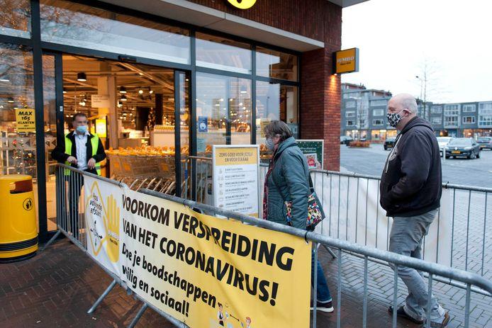 Mondkapjesplicht vanaf 1 december. Draagt iedereen een mondkap en handhaaft de supermarkt?