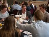 Jongeren debatteren en dineren tijdens eerste DemoCrazy in Enschede