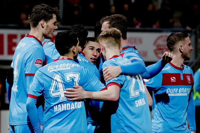 Vreugde bij de spelers van FC Twente na de 0-3 van Aitor Cantalapiedra.