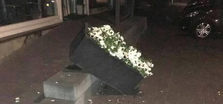 Spoor van vernieling aangericht tijdens Koningsnacht in Denekamp