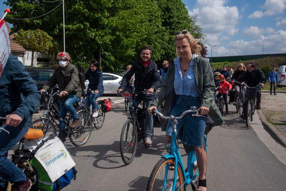 Viadukaduk en Geen2deR17 slaan de handen in elkaar en schreven het manifest Adem Ruimte voor de Gentse snelwegen. Dat werd zondag tijdens een fietstocht langs Heusden voorgesteld.