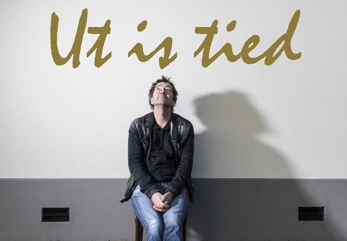 "André Manuel, ""Ut is tied""."
