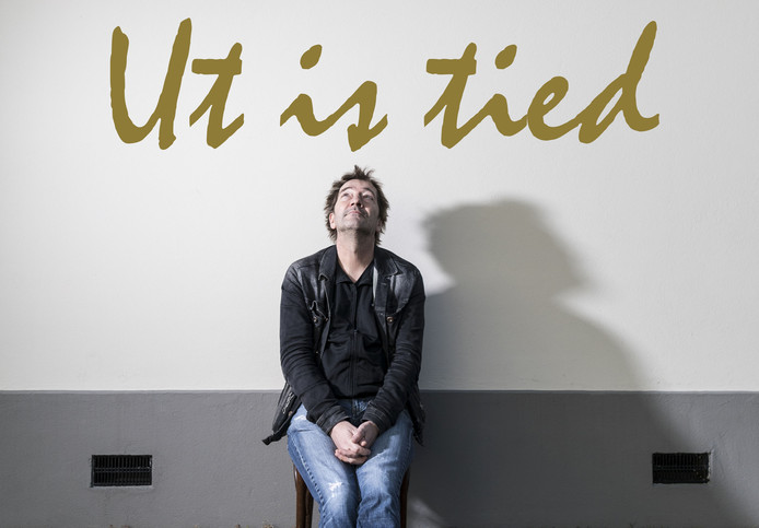 "André Manuel, ""Ut is tied""."