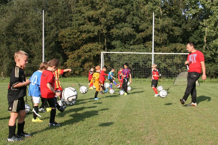 De meeste jeugdploegjes van FC Mere tellen meer dan 20 spelertjes.