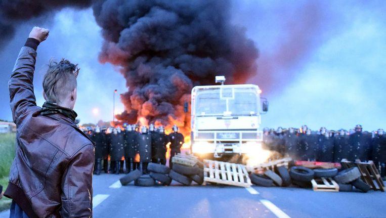 Escalatie van een protest tegen de hervorming van de arbeidsmarkt in Frankrijk in 2016 Beeld afp