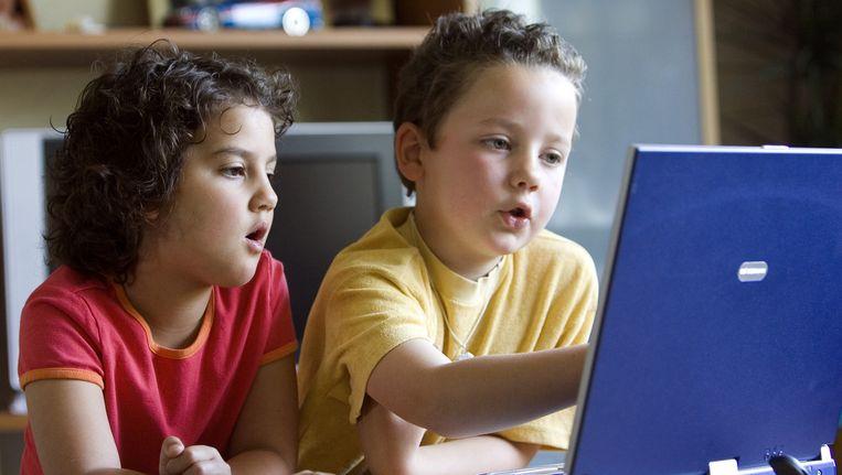 Kinderen achter de laptop. Beeld anp