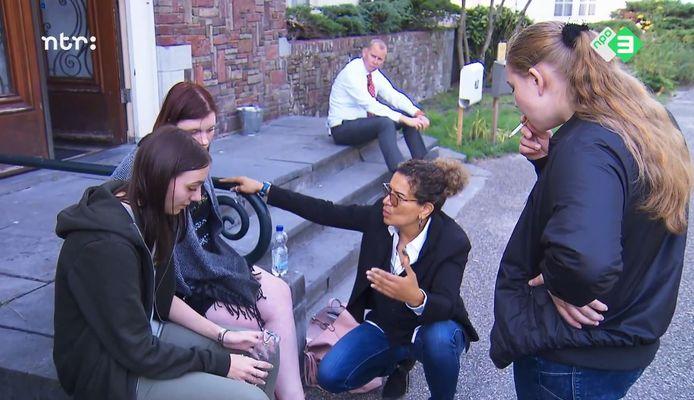Een fragment uit het derde seizoen van Dream School. Op de achtergrond rector Eric van 't Zelfde.