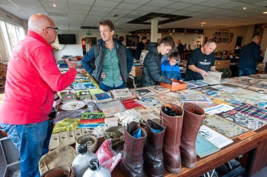 Militariaverzamelingen op de beurs in veteranencentrum Ouwestomp.
