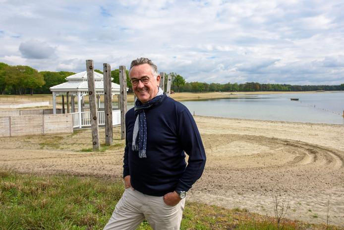 EERSEL - Roland van Pelt op het strand van Landgoed Duynenwater.