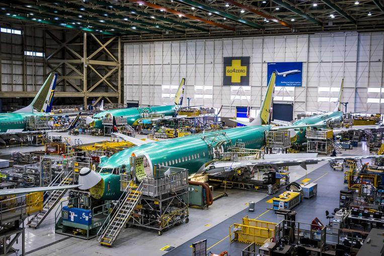 Een fabriekshal van Boeing in Seattle, waar vliegtuigen worden geassembleerd.  Beeld Lex van Lieshout, ANP