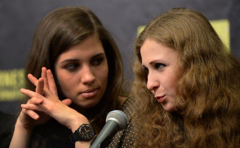 Nadezhda Tolokonnikova (L) en Maria Alyokhina van Pussy Riot Beeld ANP