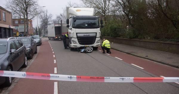 Bromfietsster zwaargewond bij ongeluk met vrachtwagen in Nijmegen.