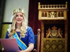 Zwolse 'Koningin van de Jeugd' houdt met betoverende lach eigen troonrede