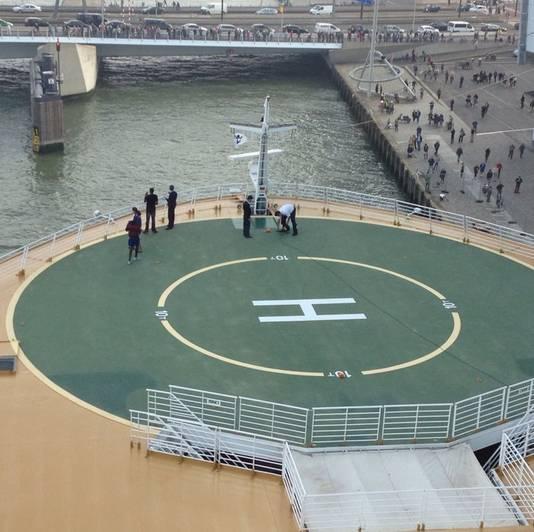 Even na tien uur stak de Oasis of the Seas af van de Rotterdamse kade.