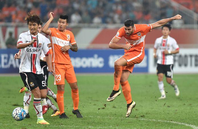 Graziano Pellè in actie voor Shandong Luneng.