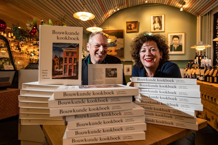Heleen Boom en Pieter van de Pavoordt vieren met hun kookboek het veertig jarig bestaan van Bouwkunde en blikken daarmee terug op vele hoogtepunten uit die jaren.