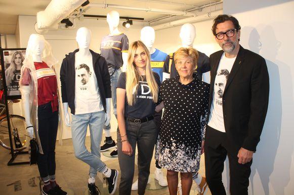 Cameron Vandenbroucke (links) stelt haar nieuwe kledinglijn voor samen met grootmoeder Chantal Vanruymbeke en CEO van ZEB Luc Van Mol.