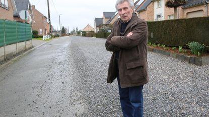 Bewoners Lindebaan wachten al 24 jaar op dag dat stadsbestuur hun straat (helemaal) asfalteert