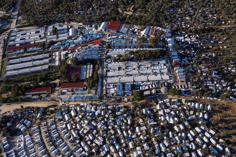 Luchtfoto van het vluchtelingenkamp Moria op het Griekse Lesbos. Beeld AFP