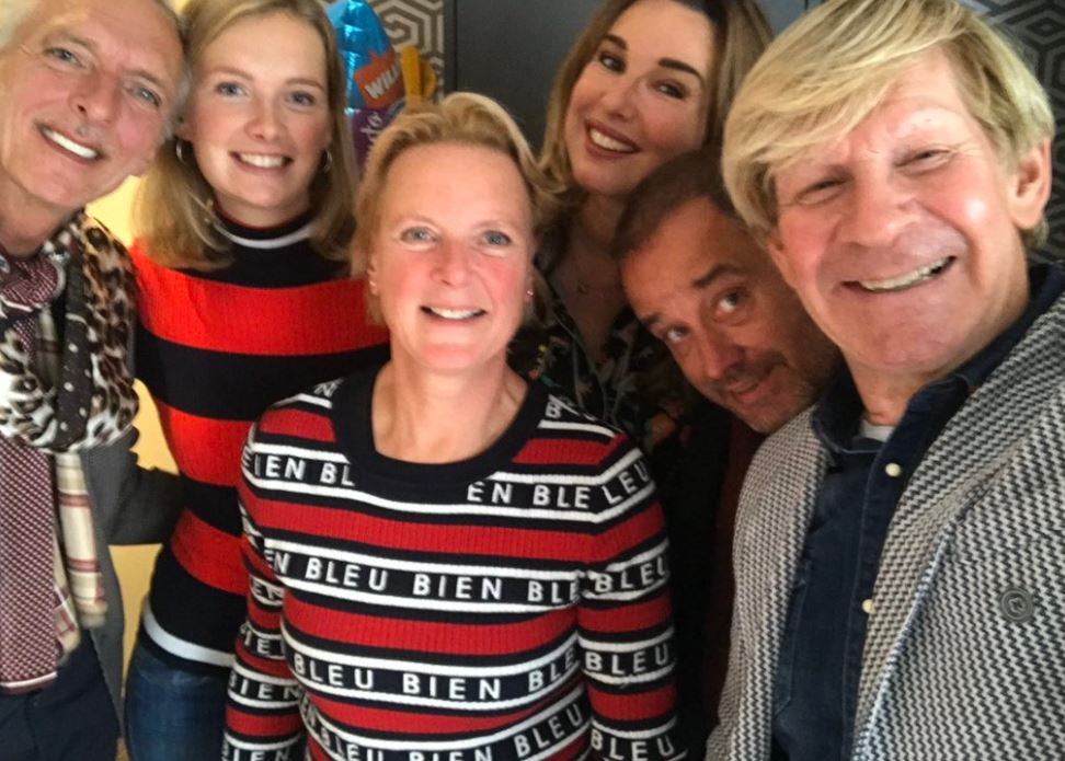 Addy van den Krommenacker kleedt de Meilandjes.
