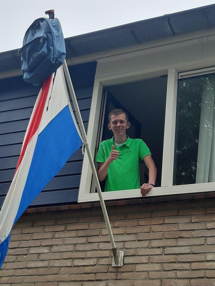 Duim omhoog voor Niels Hofkamp uit Oldenzaal.