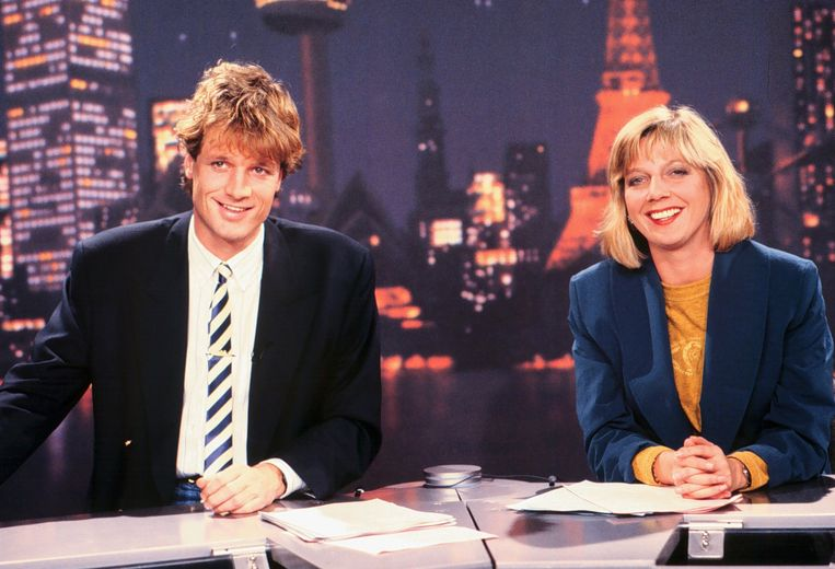 Jeroen Pauw en Loretta Schrijver van RTL Nieuws. Het nieuwsprogramma was op 2 oktober 1989 het allereerste programma dat te zien was op een puur Nederlandse commerciële zender: RTL Veronique. Beeld ANP