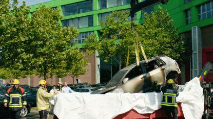 Antwerpse brandweer stopt brandende elektrische auto in container vol water