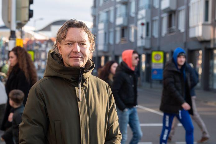 Crowdmanager Ben Jan van der Klis monitort de drukte in de binnenstad van Breda.