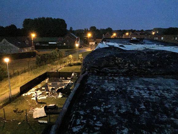 In het Bungenveld ging een dak van een sociaal appartementsblok vliegen.