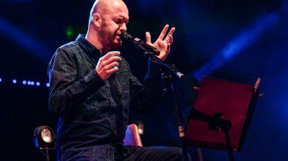 """Stan Van Samang spreekt publiek toe tijdens eerste concert na gelekte foto's: """"Grond onder mijn voeten zakte weg"""""""