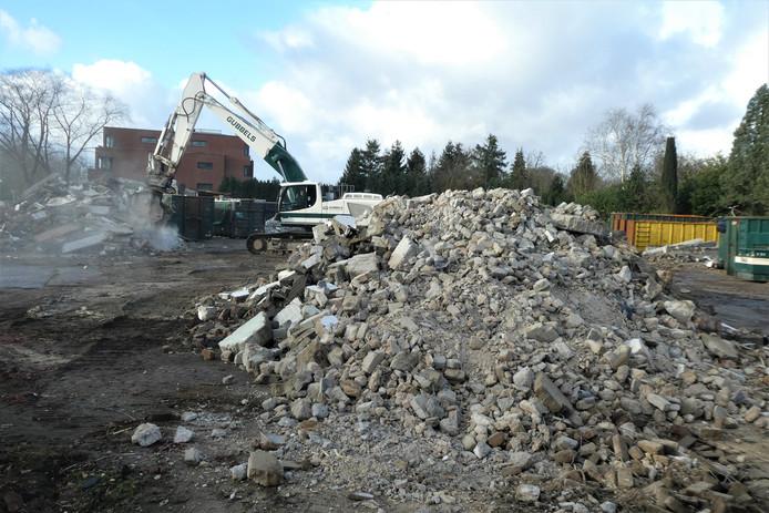 Ontmoetingscentrum De Huif ligt al in puin.