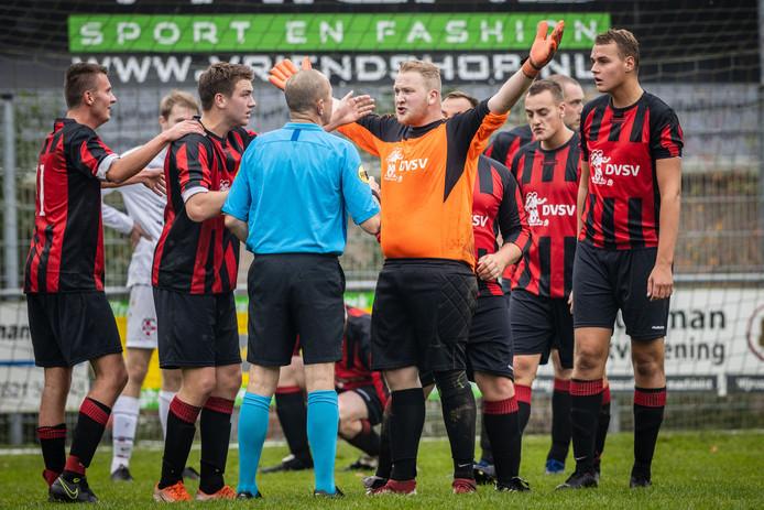Penalty voor Havelte en daar zijn maar weinig spelers uit Darp het mee eens.