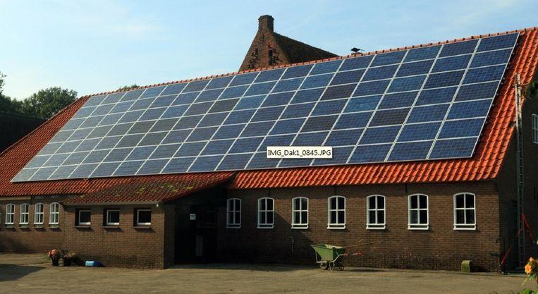 Een van de twee daken met zonnepanelen bij de Fotonenboer, Beeld Trinergie