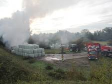 Brandlucht tot in Lent: brandende balen hooi veroorzaken flinke rookpluim