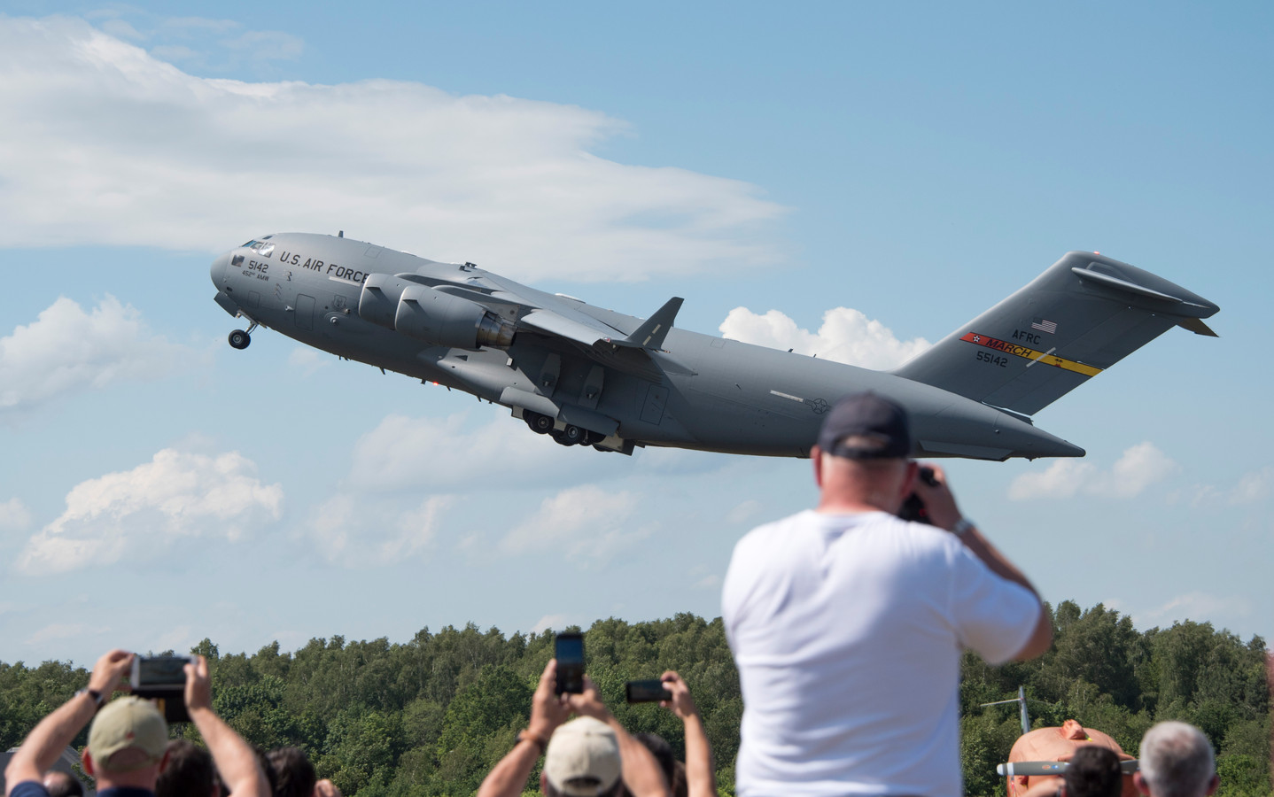 De Koninklijke luchtmacht hout open dagen op vliegbasis Volkel.