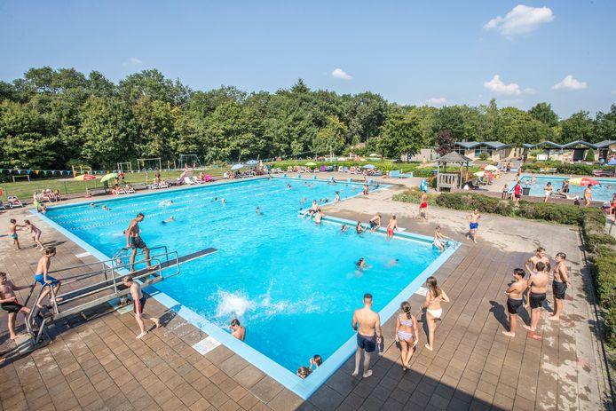 De Boskoele in Gorssel is maandag een van de drie Lochemse zwembaden die maandag als eerste baden in de regio opengaan.