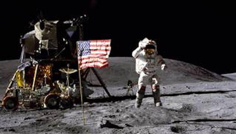 John Young was als negende op de maan. Beeld NASA
