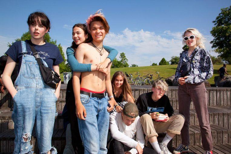 Jet (15), Sasja (16), Duuk (16), Mercedes (16) Bo (16), Ruben (16) en Robin (16, vlnr) Beeld Martijn van de Griendt