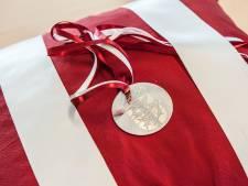 Gouda voegt bronzen onderscheiding toe aan andere huldeblijken