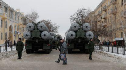 Rusland plaatst nieuwe luchtdoelraketten op de Krim, Oekraïense president kondigt krijgswet af