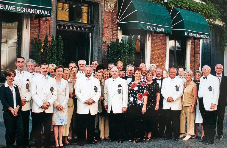 De leden van de Vereniging van Meesterbanketbakkers van Sint-Niklaas, vijftien jaar geleden.