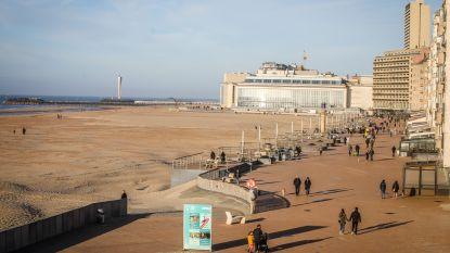 """Burgemeesters herhalen boodschap, nadat mensen naar strand blijven komen: """"Blijf weg van de kust"""""""